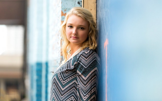 Downtown Milwaukee Wisconsin senior girl photography session girl urban