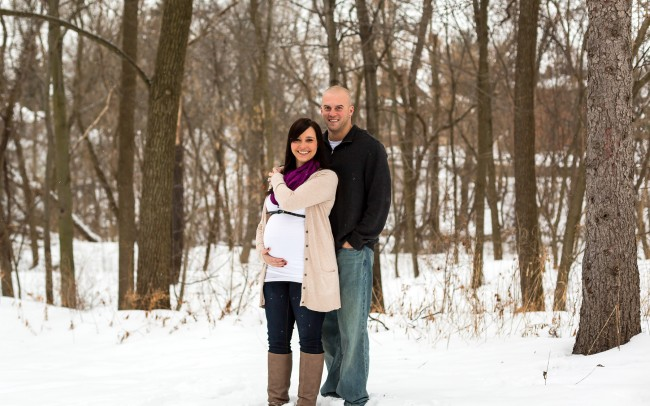Gorgeous snowy maternity session in Wisconsin