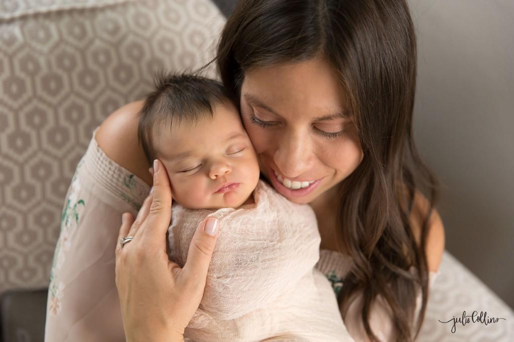 Mom pose newborn photographer Wisconsin
